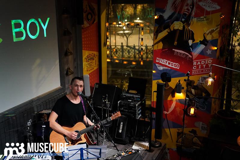 acoustic_boy_048