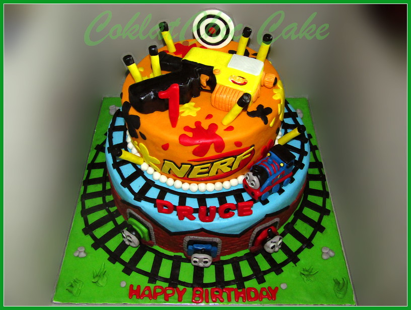 Cake Nerf dan Thomas DRUCE 30/24 cm