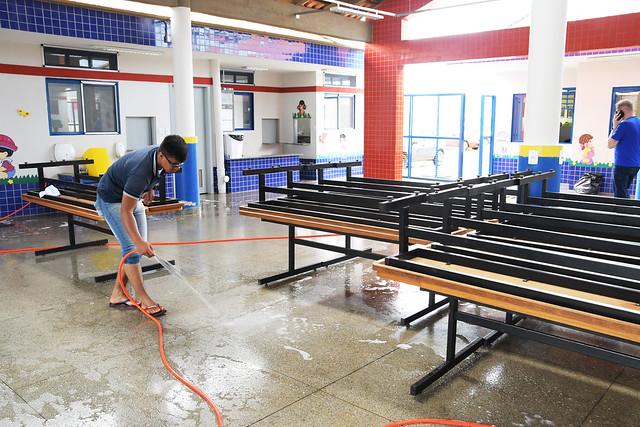 Secretário visita escolas atingidas por temporal em Samambaia