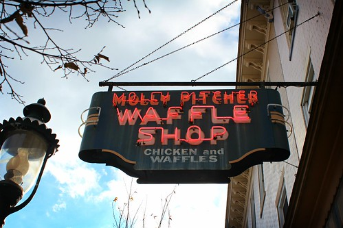 sign signage waffleshop mollypitcher chickenandwaffles pennsylvania chambersburg usroute11 mainstreet neon working restaurant