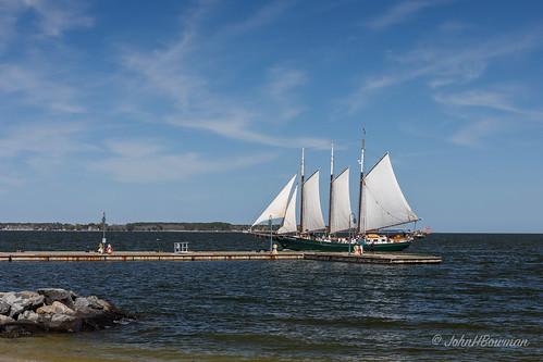virginia yorkcounty yorktown boats sailboats schooners riversandstreams yorkriver blueskywispyclouds april2019 april 2019 canon24704l