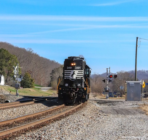 norfolksouthern nst80 ns3491 sd402 emd locomotive diesellocomotive longhoodforward train railroad railfan railfanning femalerailfan railroadcrossing appalachianmountains norfolksouthernappalachiadistrict yumava virginia mountains landscape winter sunshine scottcountyva