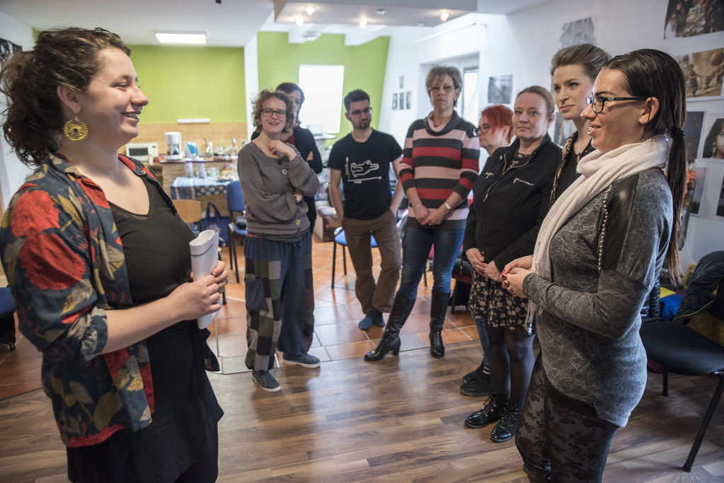 Hogyan szervezzünk csoportot? – online képzés a Közélet Iskolájában