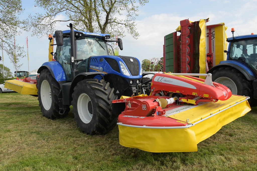 Grass & Muck 2018 New Holland T7 210 Tractor with Pottinge… | Flickr