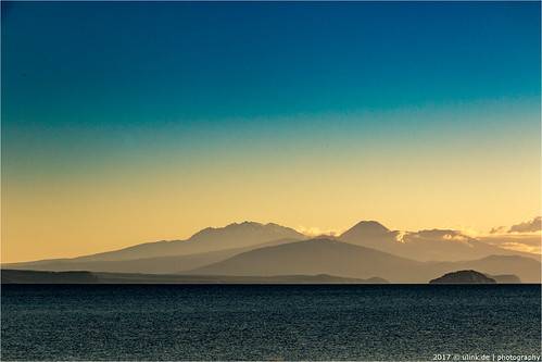 _lake_taupo | by l--o-o--kin thru