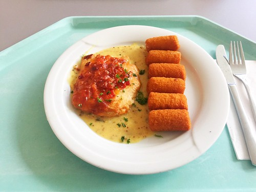 Gratinated Turkey steak with dijon mustard hollandaise & croquettes / Gratiniertes Putensteak mit Dijonsenf-Hollandaise & Kroketten