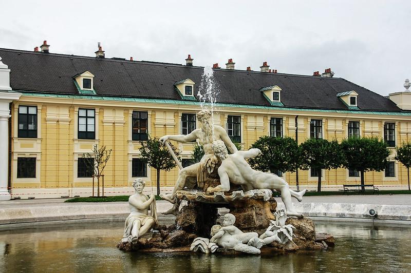 熊布朗宮雕像噴泉(Neptunbrunnen) 1