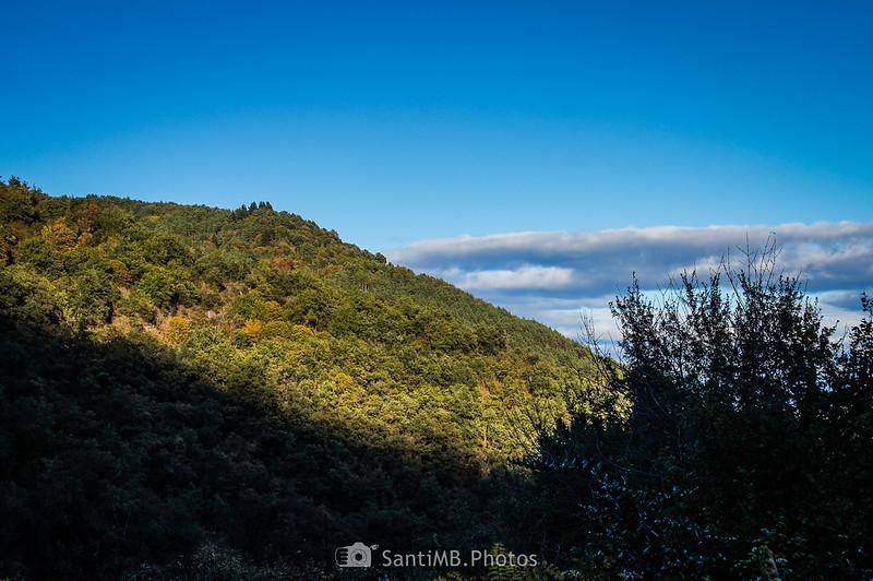 Sombra del Puigsacalm sobre el valle del Gurn