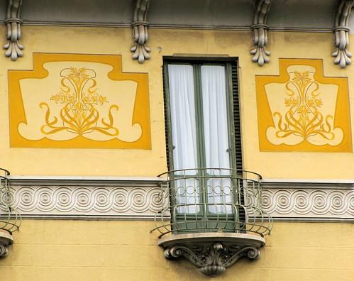 LIBERTY A TORINO - Casa in corso Tortona 4. Progettata nel 1906 dall'Ing. Barberis Evasio Angelo (proprietaria: Tosatto Domenica). Torino, Italia