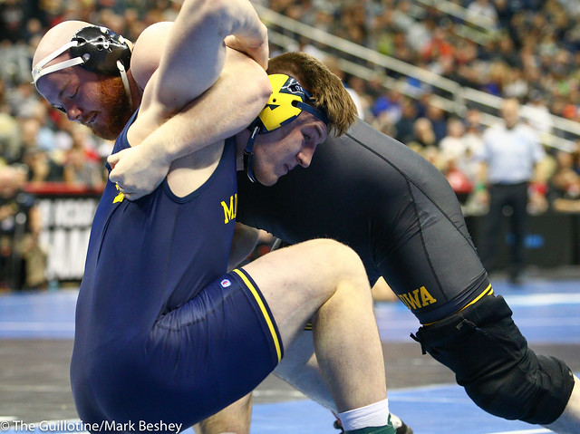 Champ. Round 1 - Sam Stoll (Iowa) 10-5 won by decision over Mason Parris (Michigan) 29-8 (Dec 8-5) - 190321amk0145