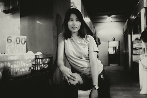 meljoesandiego fuji fujifilm x100f streetphotography girl number candid sepia philippines