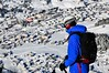 Nad zasněženým Davosem. Lavinou výbavu dodal zejména Pieps.