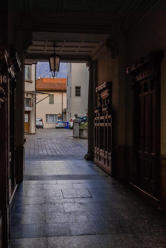 Great street peek! 13:49:17 DSC_2046