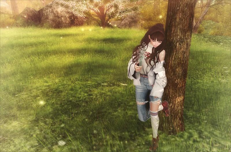 Обои девушка, поле, дерево, арт, прогулка картинки на рабочий стол, фото скачать бесплатно