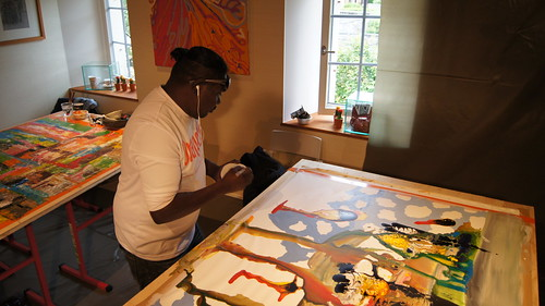 "Featured Artist Silas Hobson of Lockheart River Arts Centre. Image courtesy of Fondation Burkhardt-Felder et Culture - Musée d'art aborigène australien ""La grange""."