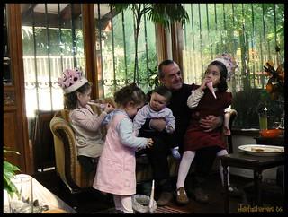 Abuelo y sus nietos