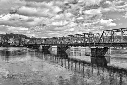 d610 tamron28300xrdiif newhope newjersey ononesoftware on1photoraw2018 landscape delawareriver pennsylvania lambertville reflections colorefex blackandwhite tonality macphun cloudy clouds bridge