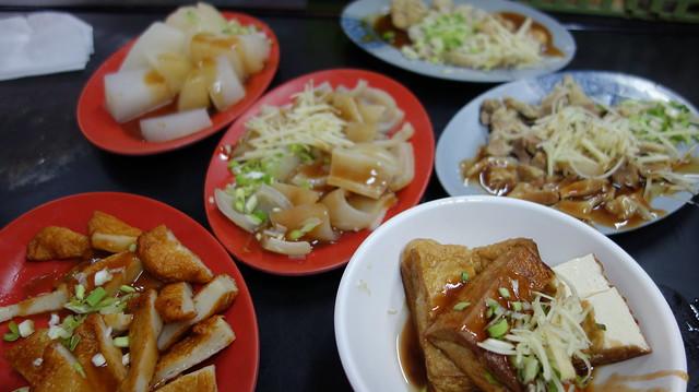 切了整桌小菜就是狂!天婦羅+豆腐+豬皮+蘿蔔+內臟
