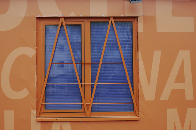 letters , window, Berlin _DSC3311-105ND800