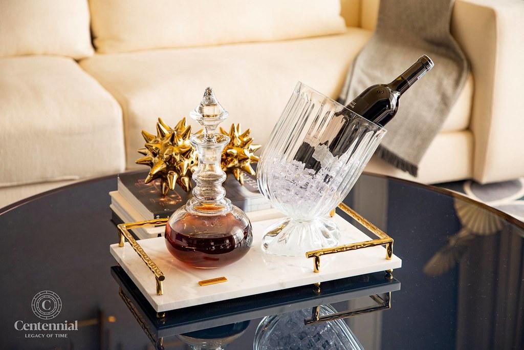 bàn chai rượu
