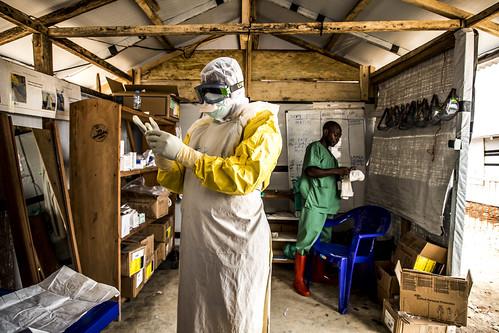 RDC: Au cúur du combat contre líÈpidÈmie díEbola   by World Bank Photo Collection
