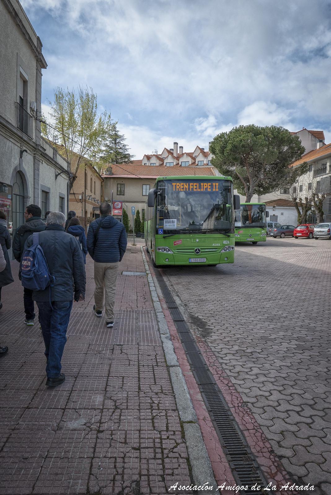 Autobús en la estación que nos llevará al centro del casco urbano.