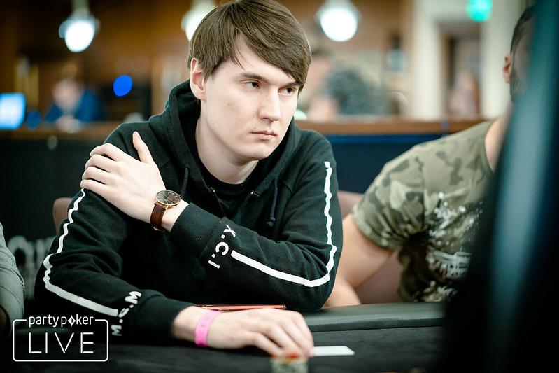Смотреть покер онлайн в хорошем качестве интернет казино игровые аппараты