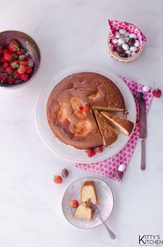 Torta nua con crema di fragole