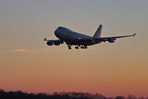 verkehr flugzeug flughafen luxluxembourgfindel jet boeing 747 lu findel sonnig abenddämmerung lxvcv airport sunset sonnenuntergang cargolux