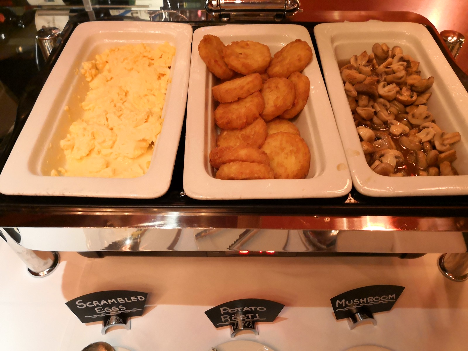 Scrambled egg, hash brown and mushrooms