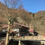 おはようございます。キレイな青空が広がっている晴れの会津です。朝晩はまだ気温が下がる日もありますが、これから日中は春らしくなりそうです。玄関前の紅梅の濃いピンク色が青空に映えています。福島市の花見山は、すべての花がほぼ満開らしく、今日明日はいいですね。 #travel #amazing #beautiful #holiday #trip #view #japan #instagramjapan #tourism #garden #wonderful #photography #travelphotogra