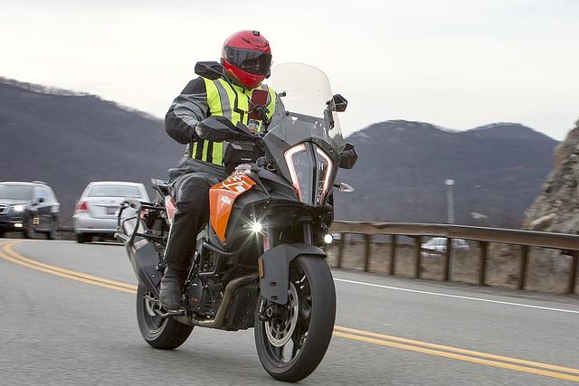 KTM Adventure 1903247038w