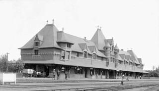 Canadian Pacific Railway Station, Moose Jaw, Saskatchewan / Gare du Chemin de fer Canadien Pacifique, Moose Jaw (Saskatchewan)