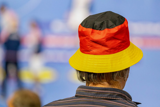 Fan der Deutschen Handballmannschaft trägt Deutschland-Hut an Handball Weltmeisterschaft 2019