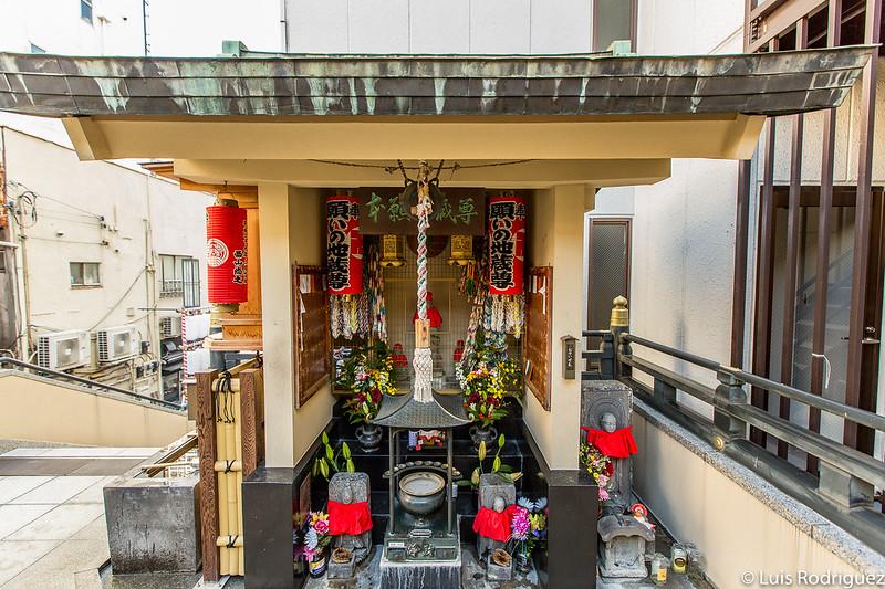 Pequeño santuario dedicado a Jizo