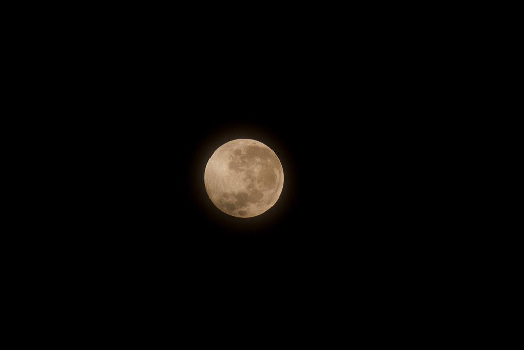 Full moon today | Mara Arantes | Flickr