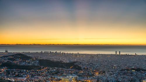 Crespuscular rays. 04/02/2019 | by AlfonsPC - Observatori Fabra