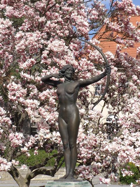 um 1900 Berlin Bogenspannerin von Ferdinand Lepcke Bronze Hohenzollernplatz in 14129 Nikolassee