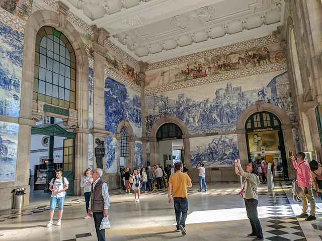 São Bento station murals