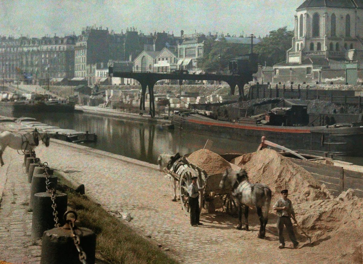 Рабочие с лошадьми у Сены