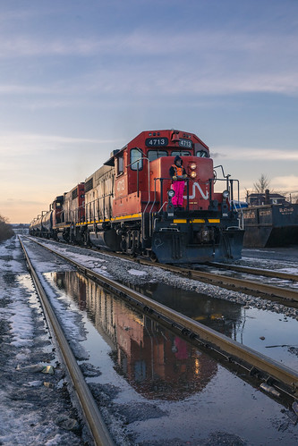 canadiannational industrial hamilton reflection emdgp382 emdgp382w railroad railfan railway railroading train trains locomotive sunset winter glow