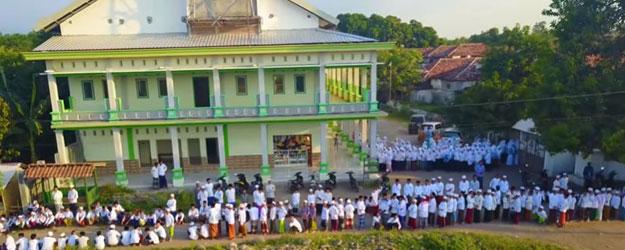 Perbedaan pondok pesantren dengan madrasah diniyah takmiliyah