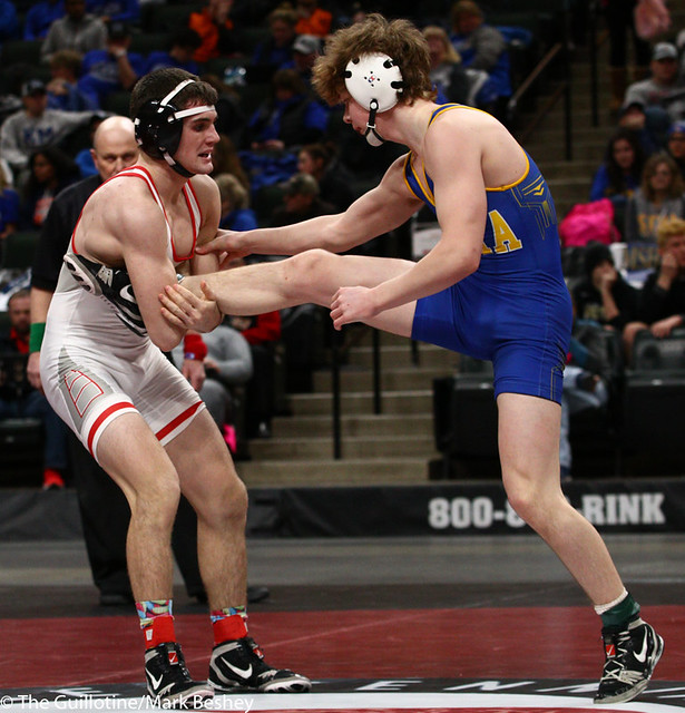 132AAA 3rd Place Match - Kieler Carlson (Stillwater) 46-10 won by decision over Cole Becker (St Michael-Albertville) 43-9 (Dec 9-8) - 190302cmk0072