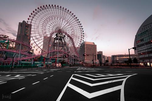 ferriswheel city skyline landscape sunrise morning urban road wideangle nikon march 2019 hdr asia eastasia japan yokohama wheel circle