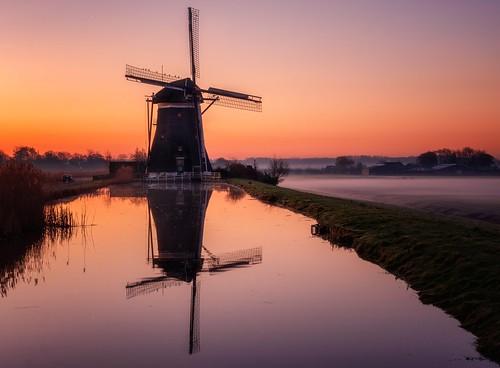 driemanspolder holland dutch dutchlandscape netherlands windmill traditionalwindmill sunrise landscape tranquility nopeople orange fog water waterreflections reflections reiniersnijders reinaroundtheglobe