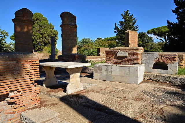 Rome / Ostia Antica / Taberne di  Pescivendoli / Tabernacles of the Fishmongers