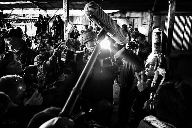 [#20180117 #NDDL #zad] VINCI VAINCU : au moment d'embrasser Berthe, la meute des médias me volera son câlin. Chaleureuse comme la Breizh, elle leur donnera ce qu'ils attendent.