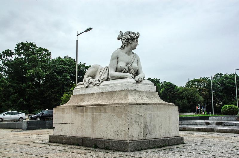 熊布朗宮大門前廣場雕像 1