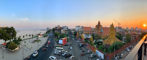 watonaloum phnompenh cambodia khmer buddhism religion asia southeastasia cambodge cambodja sunset weather riverside mekong temple boeddhisme pagoda road intersection klooster monastry monks monniken car city panorama river building architecture sky sun