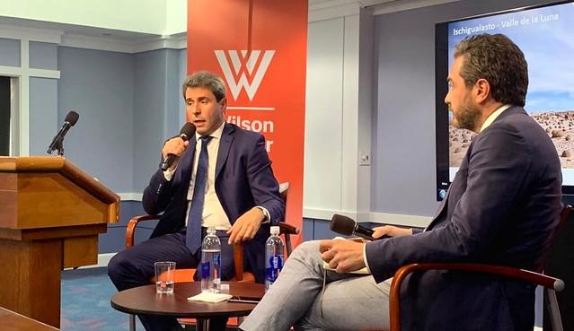 Uñac expuso sobre el desarrollo sanjuanino en un foro político en Washington (2)